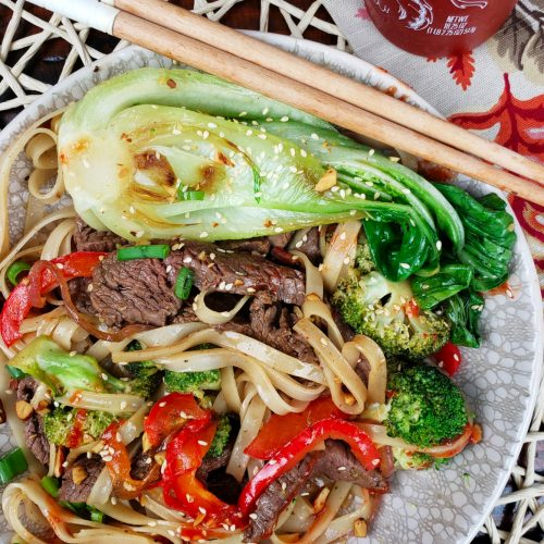 steak, bok choy, broccoli, red bell pepper and gluten free noodles with sriracha