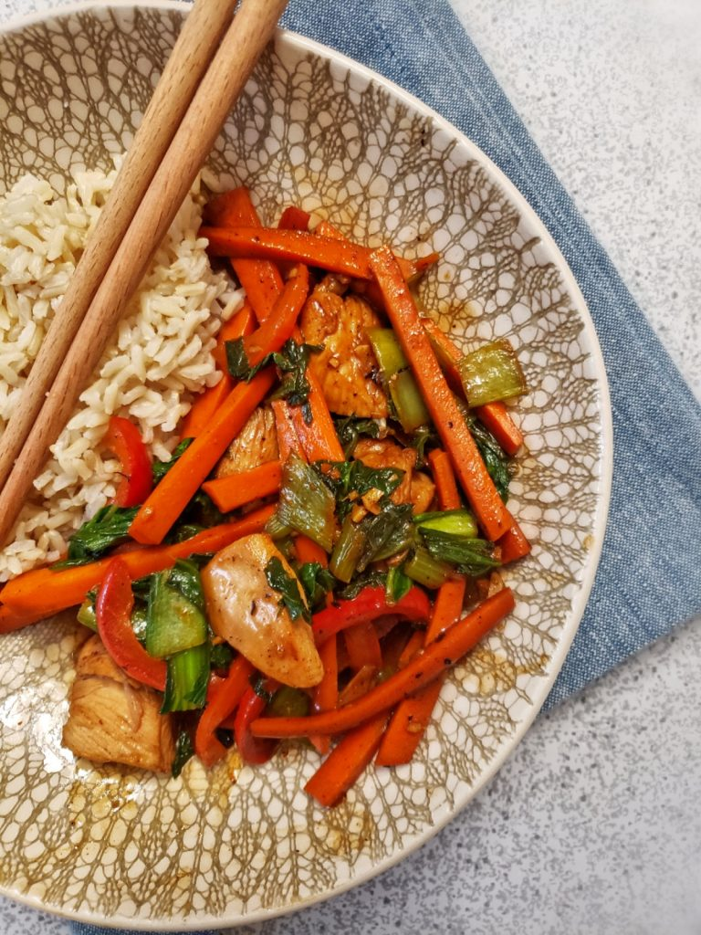 chicken and vegetable stir fry with brown rice